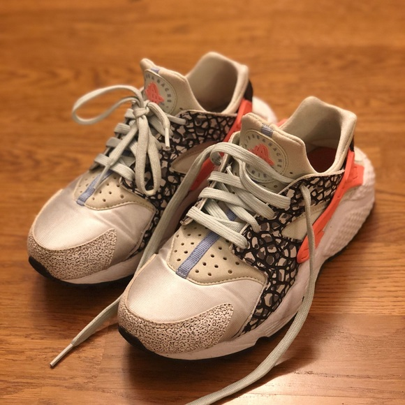 Nike Air Huarache limited edition barely worn